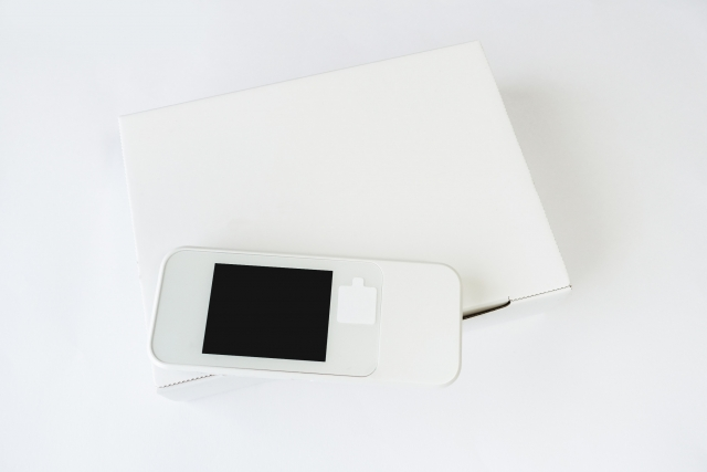 モバイルルーターと外箱