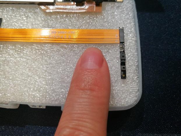 指とカメラモジュールの比較