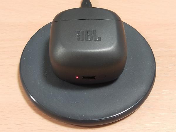 JBL CLUB PRO+ TWSのイヤホンケースのワイヤレス充電」