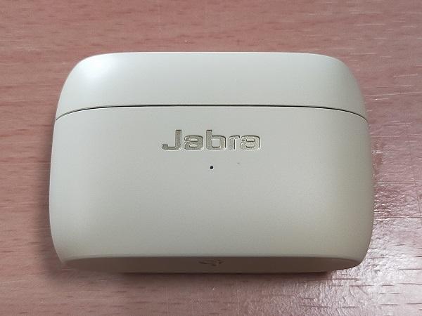 Jabra Elite 85tのケース前面