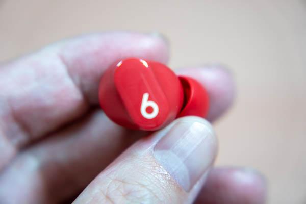 Beats Studio Budsのイヤホン操作ボタン
